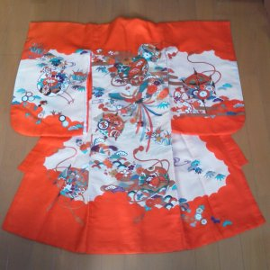 Photo2: Lovely red color and classic design. Vintage kimono for child