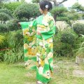 Graceful flower design and vivid green. Vintage Kimono Frisode